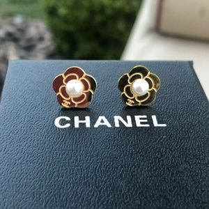 💗💜 Chanel Earrings with box💖💗💖💗